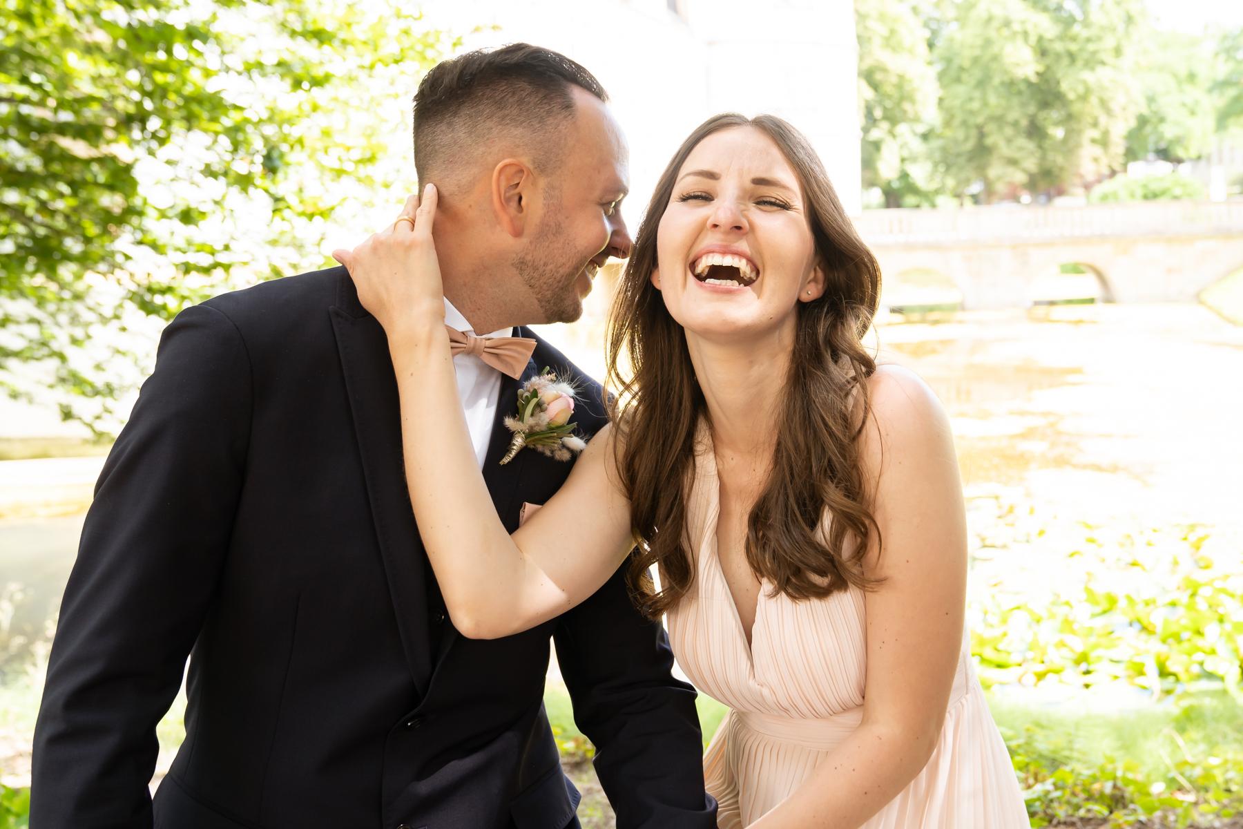 glückliches frisch vermähltes Paar